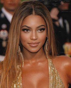 Estilo Beyonce, Beyonce Style, Queen Bee Beyonce, Beyonce Makeup, Beyonce Pictures, Celebrity Makeup Looks, Light Skin Girls, Beautiful Black Women, Woman Crush