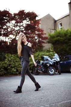 Tally Weijl Oversized Shirt, O2 Denim La Jeans, Bershka Boots