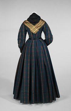 Danish everyday ensemble 1830-50, plaid wool, cotton, silk (back view)
