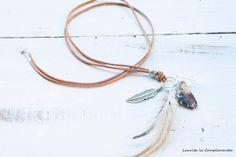 Collar largo con plumas y mineral de Laurita la Complementos por DaWanda.com