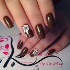 An excellent manicure is a fundamental part of your look! Coffin Nails Matte, Red Nails, Hair And Nails, Nail Polish Designs, Nail Art Designs, Cute Nails, Pretty Nails, Orange Nail Designs, Flower Nail Art