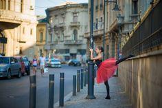 Urban Swan - micuta balerina care e fotografiata pe strazile din Bucuresti Ballerina Dancing, Little Ballerina, Raising Daughters, Ballet Art, Ballet Photos, Balerina, Lets Dance, Bucharest, Bored Panda
