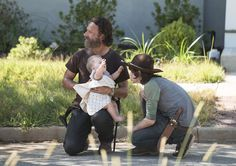 The Walking Dead Season 5 Behind-the-Scenes Photos. OMG how cute is Chandler in this picture??????