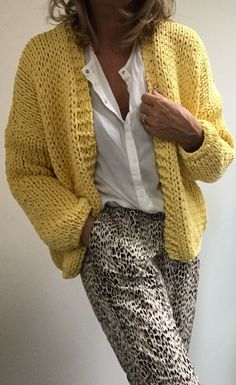 Cool and Stylish Crochet Cardigan Patterns and Idea Images - Beauty Crochet Patterns! - Stricken - Cool and Stylish Crochet Cardigan Patterns and Idea Images - Crochet Cardigan Pattern, Knit Cardigan, Knit Crochet, Crochet Patterns, Free Crochet, Knitting Patterns, Sewing Patterns, Mode Outfits, Fashion Outfits
