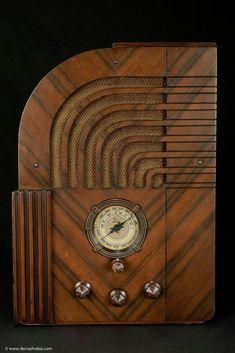 1935 Zenith Model 812 Art Deco Radio - The 811 Export Version Art Nouveau, Deco Retro, Retro Radios, Old Time Radio, Examples Of Art, Art Deco Period, Art Deco Furniture, Art Moderne, Art Deco Design