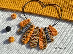 Collier ras du cou plastron  imitation laine tricot gris et
