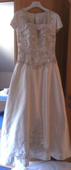 ♥ Größe 38 für eine verspielte, 160 cm große Braut ♥  Ansehen: http://www.brautboerse.de/brautkleid-verkaufen/groesse-38-fuer-eine-verspielte-160-cm-grosse-braut/   #Brautkleider #Hochzeit #Wedding