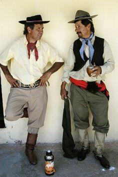 Gauchos Uruguayos. Pants called bombacha de campo.