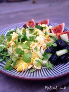 Scrambled eggs witt feta cheese, olives and parsley Feta, Best Breakfast, Breakfast Recipes, Nice And Slow, Scrambled Eggs, Vegetarian Cheese, Everyday Food, Parsley, Macaroni