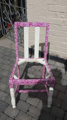 Upcycled chair for the garden. Putting a plant in the middle