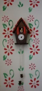 Charming faux cuckoo clock! So adorable and super easy: just a few craft supplies and nimble fingers.