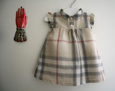 ROBE BURBERRY via DRESSING TOUT PLEIN. Click on the image to see more!