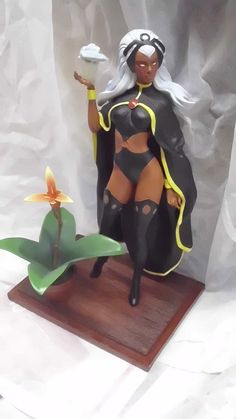 Diamond Select Storm statue - Retailers Conference Exclusive
