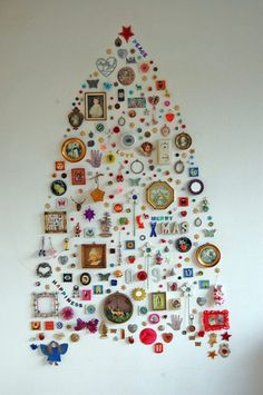 Easy Ideas for Handmade Christmas Decor. Spread holiday cheer with these Wall Christmas Tree - Alternative Christmas Tree Ideas and other holiday ideas. Wall Christmas Tree, Creative Christmas Trees, Noel Christmas, Christmas Crafts, Christmas Decorations, Tree Decorations, Christmas Collage, Christmas Ideas, Xmas Trees