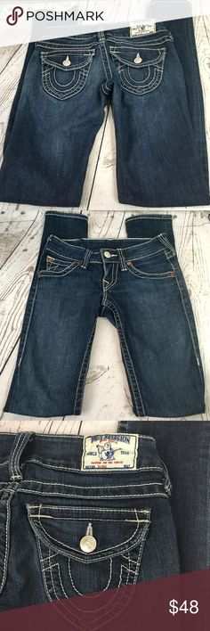 "True religion skinny jeans size 25 True religion skinny jeans size 25.  Excellent condition, nearly new. No damage or fraying All measurements taken with item laying flat & are approximate •Waist• 14"" •Front rise•6.5""                                      •Inseam•33"" True Religion Jeans Skinny"