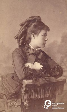 Woman photographed by J.G. Funk around 1870. Courtesy Museum of Applied Art Belgrade, all rights reserved.