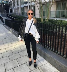 Pinned onto 2018 winter outfits Board in 2018 winter outfits Category Trendy Outfits, Cute Outfits, Fashion Outfits, Womens Fashion, Fashion Tips, Fashion Trends, Jeans Fashion, Fashion 2016, Fashion Today