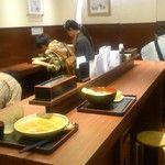 Echigo-soba, a very decent and very reasonably priced standing soba place   越後そば - 店内写真:越後そば 東京店 店内