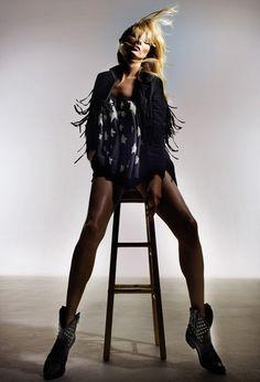 Kate Moss pour Topshop, les premières images http://www.vogue.fr/mode/news-mode/diaporama/kate-moss-pour-topshop-les-premieres-images/18275/image/992586#!6