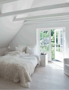 Scandinavian Bedroom Design Scandinavian style is one of the most popular styles of interior design. Although it will work in any room, especially well . Home Interior, Interior Design, Scandinavian Bedroom, White Houses, Dream Bedroom, Fancy Bedroom, Bedroom Small, Bedroom Bed, Bed Room