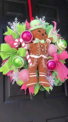 Gingerbread Decorations, Easy Christmas Decorations, Christmas Paper Crafts, Holiday Wreaths, Gingerbread Man, Gingerbread Ornaments, Wreath Crafts, Ornament Wreath, Door Wreath