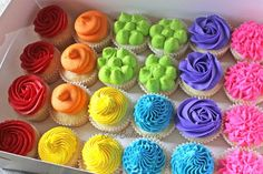 Boxed Rainbow CupcakesYou can find Rainbow cupcakes and more on our website. Frost Cupcakes, Mini Cupcakes, Party Cupcakes, Birthday Cupcakes, Rainbow Frosting, Rainbow Cupcakes, Rainbow Food, Cupcake Frosting, Cupcake Cakes