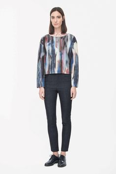 This top is made from cotton-mix jersey with a lightly padded quality and all-over painterly print. Wide-cut for a boxy, oversized fit, it has 7/8 sleeves, dropped shoulder seams and a wide round neckline.