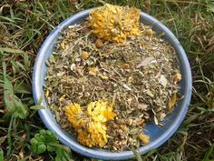 Chicken Nesting Box Blend - herbs to soothe the hens!