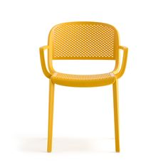 Dome is a collection of seatings that brings back to mind the glorious tradition of the bistrot chairs with curved silhouettes and generous shapes. It recalls the domes of the monuments adorning a lot of cities all around the world.  Delicate details of the injected polypropylene remember the joints of the solid wood defining a seating with armrests. Perforated shell and seat recall the industrial metal plates.