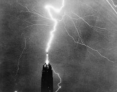 Usa New York State New York City Empire State Building in heavy lightning Canvas Art - x Empire State Building, Great Photos, Old Photos, Trip The Light Fantastic, Rich Image, Spiegel Online, Lightning Strikes, Usa News, Royalty Free Photos