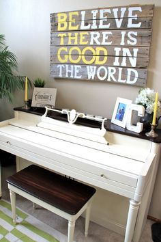 Pianos don& have to be stained, or black. With a piano makeover, they can add color and beauty to any room! Learn how to paint a piano DIY style! Furniture Makeover, Diy Furniture, Furniture Design, Dresser Makeovers, Refinished Furniture, Steel Furniture, Barbie Furniture, Upcycled Furniture, Refinish Piano