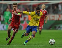 Alex Oxlade-Chamberlain of Arsenal FC against Philipp Lahm
