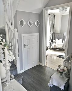 25 Best Hallway Walls Make Your Hallways Renovation - Best Home Ideas and Inspiration Style At Home, Grey And White Hallway, Home Living Room, Living Room Decor, Narrow Hallway Decorating, Flur Design, Hallway Inspiration, Hallway Designs, Hallway Furniture