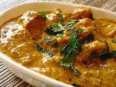 A dead easy and delicious butter chicken recipe. An easy to make recipe straight from the pot in 20 minutes. Banting Diet, Banting Recipes, Lchf, Paleo Recipes, Low Carb Recipes, Cooking Recipes, Easy Cooking, Chicken Butter Masala, Chicken Curry