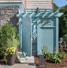 28 Outdoor Shower Ideas with Maximum Summer Vibes This custom-built outdoor shower features a pergola roof, custom-designed privacy panels, and a door laser-cut with a design of schooling fish. Pergola Canopy, Pergola With Roof, Pergola Kits, Outdoor Shower Enclosure, Pool Shower, Outdoor Baths, Outdoor Bathrooms, Outdoor Spaces, Outdoor Living