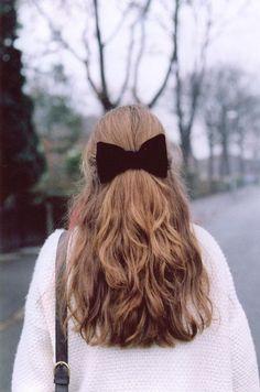 Hair Ribbons Are Underrated – What Kumquat – Long Hairstyles – Hairstyles Down Hairstyles, Trendy Hairstyles, Half Up Hairstyles Easy, Teenage Hairstyles, Fashion Hairstyles, Layered Hairstyles, Short Haircuts, Pixie Lang, Hair Ribbons