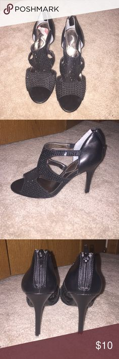 "Nina Heels Size 6, about 3"" heel. They do have a little scuffing on the bottom from normal wear and tear. Will take any reasonable offer! Nina Shoes Heels"