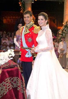 The Royal Order of Sartorial Splendor: Wedding Wednesday: The Duchess of Anjou's Gown November 2004 Royal Wedding Gowns, Royal Weddings, Royal Tiaras, Royal Jewels, Bourbon, French Royalty, Spanish Royalty, Duc D'anjou, Royals