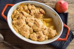 One of our all-time favorite almond flour dessert recipes; this warm, crisp, and perfectly flavored gluten-free almond flour peach cobbler dish is perfect for any summertime gathering or celebration. Almond Flour Peach Cobbler Recipe, Sugar Free Peach Cobbler, Healthy Peach Cobbler, Fresh Peach Cobbler, Almond Flour Desserts, Almond Flour Recipes, Gluten Free Peach Cobbler, No Sugar Added Recipe, Fresh Peach Recipes