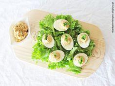 Ovos cozidos recheados com atum