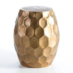 Taburete dorado. Abitare Decoración. http://abitaredecoracion.com/mobiliario/taburete-2