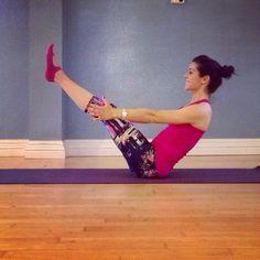 Strong V-sit pose! Intense abs!