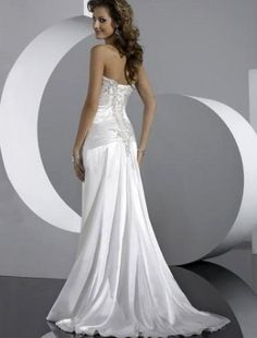 i love the flow of this dress! beautiful! =)