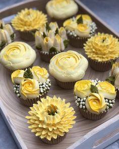 (notitle) - Dessert and Cakes - Kuchen Cake Decorating Techniques, Cake Decorating Tips, Cookie Decorating, Cupcakes Design, Cake Designs, Mini Cakes, Cupcake Cakes, Cupcake Recipes, Dessert Recipes