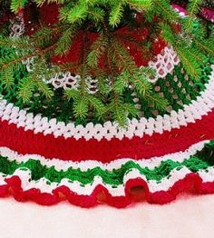 Making the rounds will be an extra cheery affair when you crochet this well-toned tree skirt.