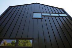 Metal Siding and Cladding installation Company. Steel Roof Panels, Steel Siding, Steel Cladding, Aluminium Cladding, Black Trim Exterior House, Exterior Siding, Black Metal Roof, Townhouse Exterior, Cladding Design