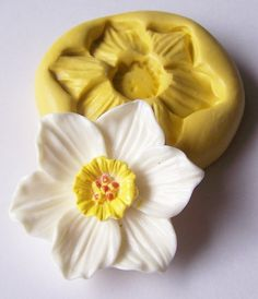 Pinned by Tam from www.babybites.co.nz   Daffodil 125 - silicone flexible mold, craft mold, porcelain mold, jewelry mold, food mold, pop up mold, clays mold.. $5.00, via Etsy.