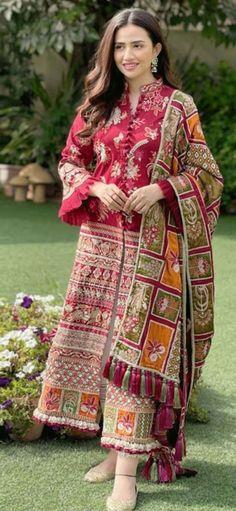 Stylish Dresses For Girls, Casual Dresses, Girls Dresses, Pakistani Dress Design, Pakistani Outfits, Pakistani Girl, Diy Fashion, Indian Fashion, Sleeves Designs For Dresses