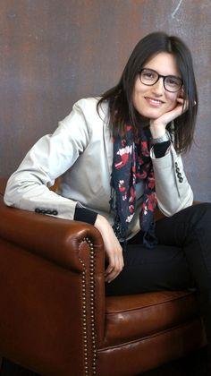 "L.C. Lavado, autora do livro ""Inverno de Sombras"" Bomber Jacket, Jackets, Fashion, Book, Winter Time, Shades, Down Jackets, Moda, Fashion Styles"