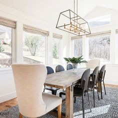 Gabby #StyleMaker @sitamontgomeryinteriors selected our Joyce chairs to ground this airy dining room. The perfect place to gather and enjoy a superb view! 📷: @lucycall #gabbystyle #sitamontgomeryinteriors #interiordesign #utah #designer #interior #dreamhome #diningroom #airy #roomwithaview #dining #seating #interiorinspo